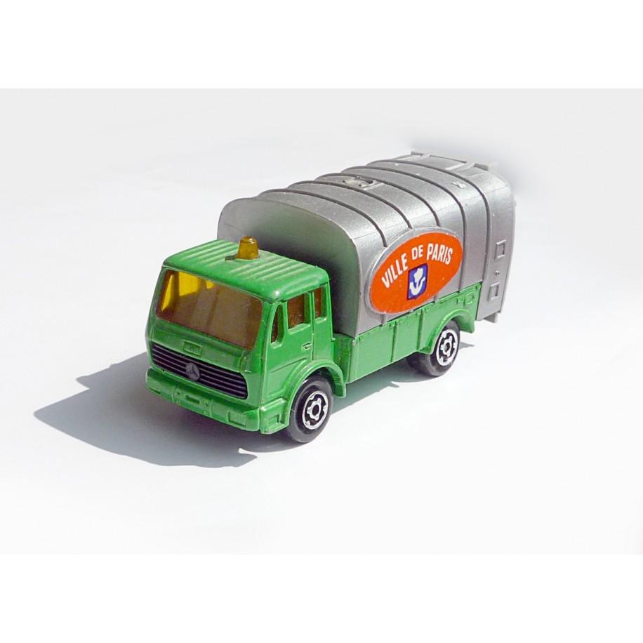 Ville de Paris Garbage Truck